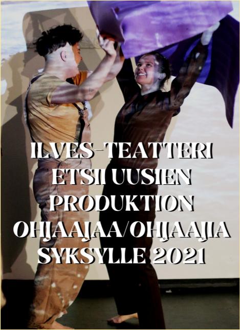 Kuvassa näkyy kaksi ihmistä näyttämöllä. He ovat nostaneet kätensä ylös ja heittelevät violettia jumppapatjaa. Kuvan päällä lukee koukeroisella tekstillä: Ilves-Teatteri etsii uusien produktion ohjaajaa/ohjaajia syksylle 2021.